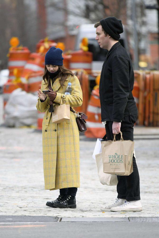 Jenna Louise Coleman: Shopping at Wholefoods and Detox Market -03