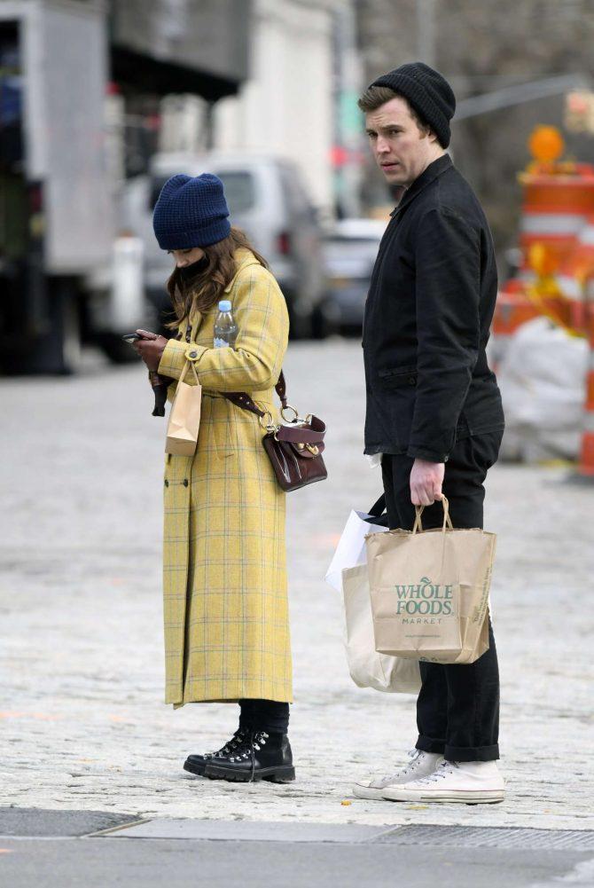 Jenna Louise Coleman: Shopping at Wholefoods and Detox Market -07