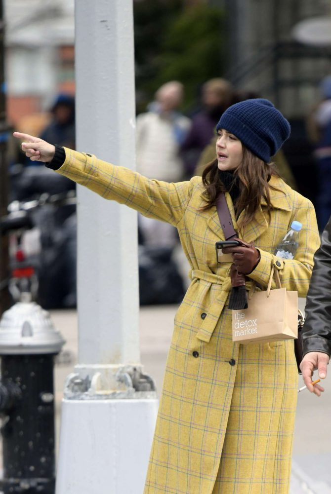 Jenna Louise Coleman: Shopping at Wholefoods and Detox Market -08