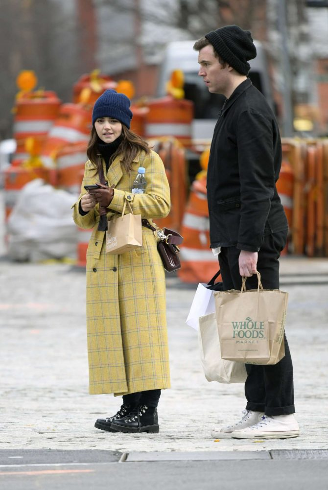 Jenna Louise Coleman: Shopping at Wholefoods and Detox Market -09