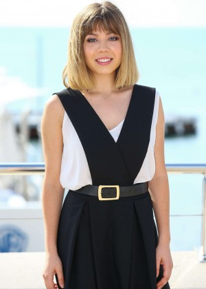 Jennette McCurdy - 'Between' Photocall in Cannes