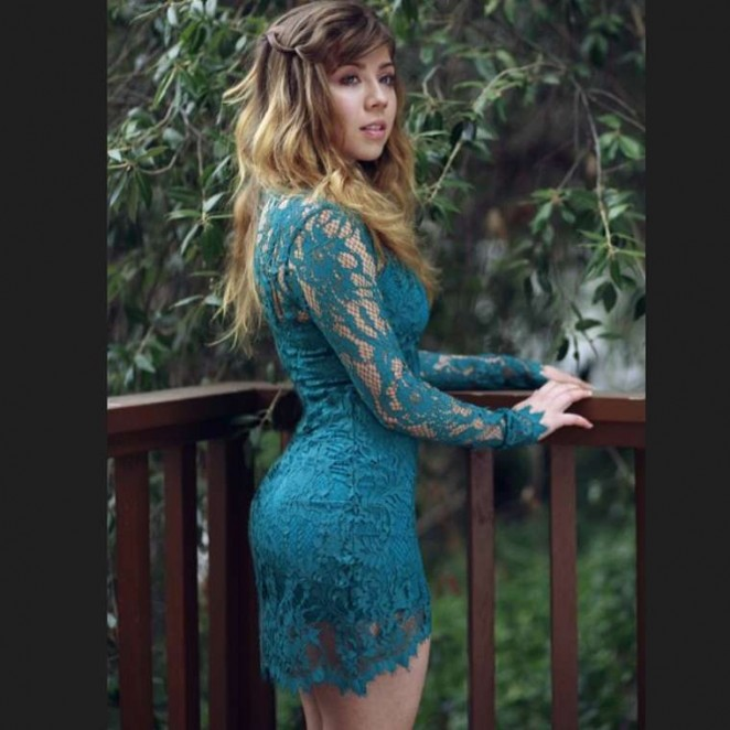 Jennette McCurdy in Tide Dress