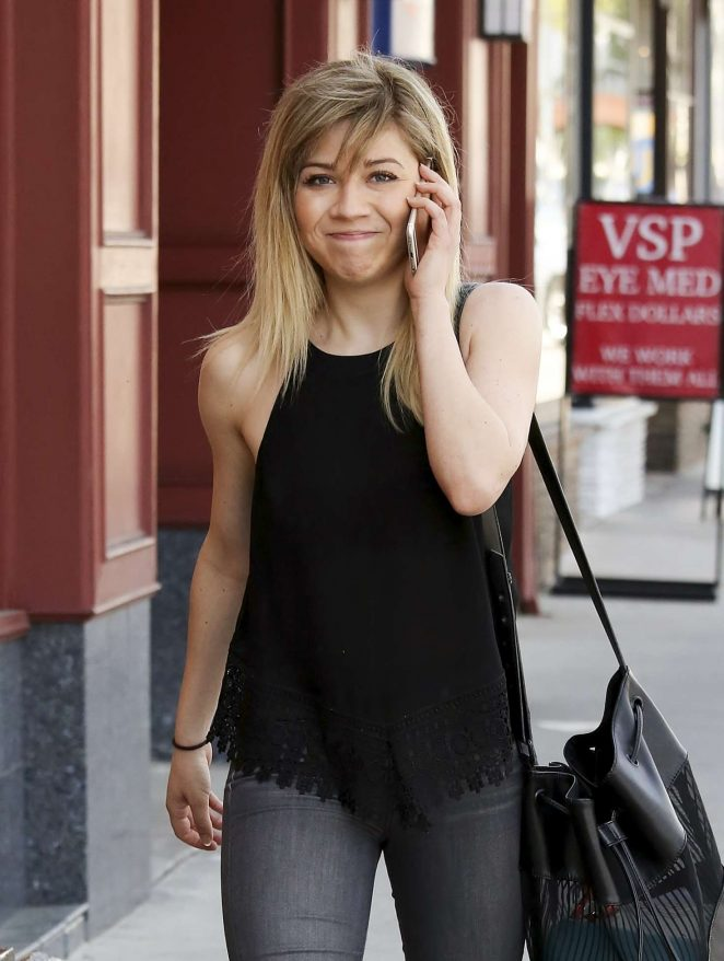 Jennette McCurdy out in Los Angeles