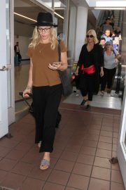 Jennie Garth - Arrives at LAX International Airport in LA