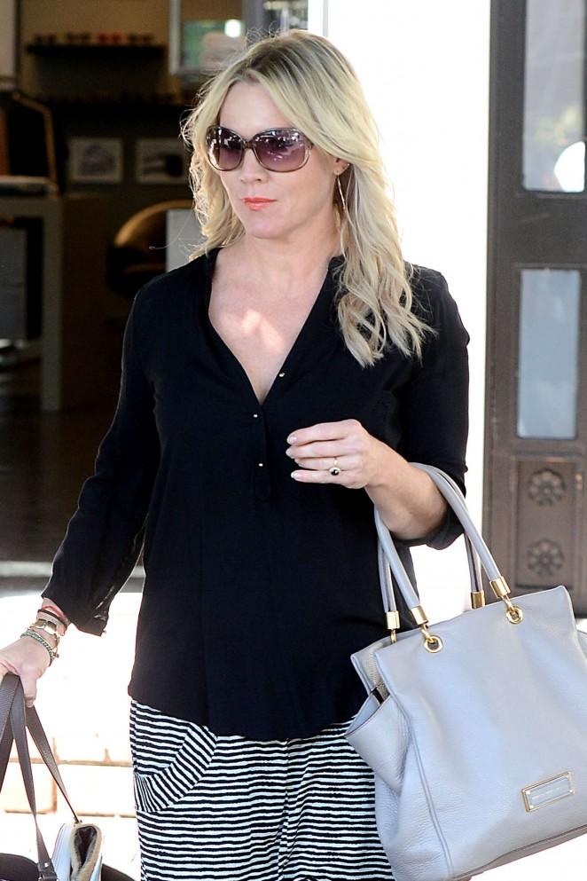 Jennie Garth - Leaving the Frederic Fekkai Salon in Los Angeles