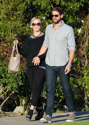 Jennie Garth with fiance David Abrams -07