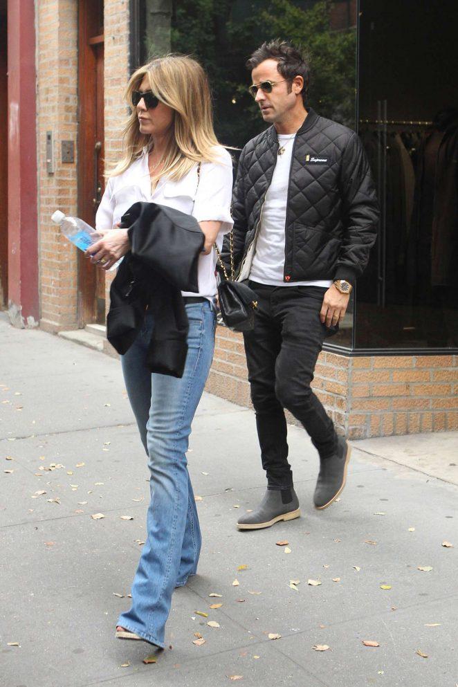 Jennifer Aniston and Justin Theroux Shopping -02