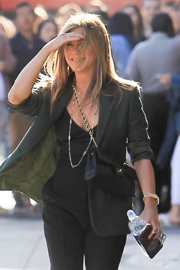 Jennifer Aniston - Arrives at Jimmy Kimmel Live! in Los Angeles
