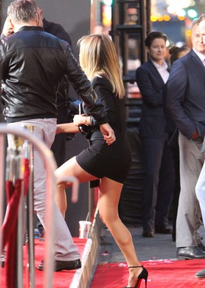 Jennifer Aniston - Arrives at TCL Chinese Theatre IMAX in Hollywood