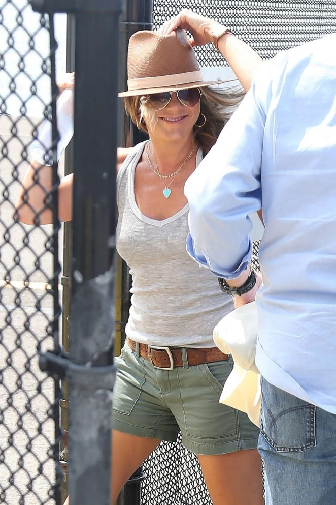 Jennifer Aniston - Arriving at the heliport in New York City