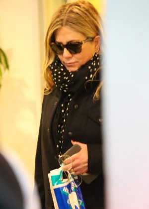 Jennifer Aniston - Christmas shopping in Los Angeles