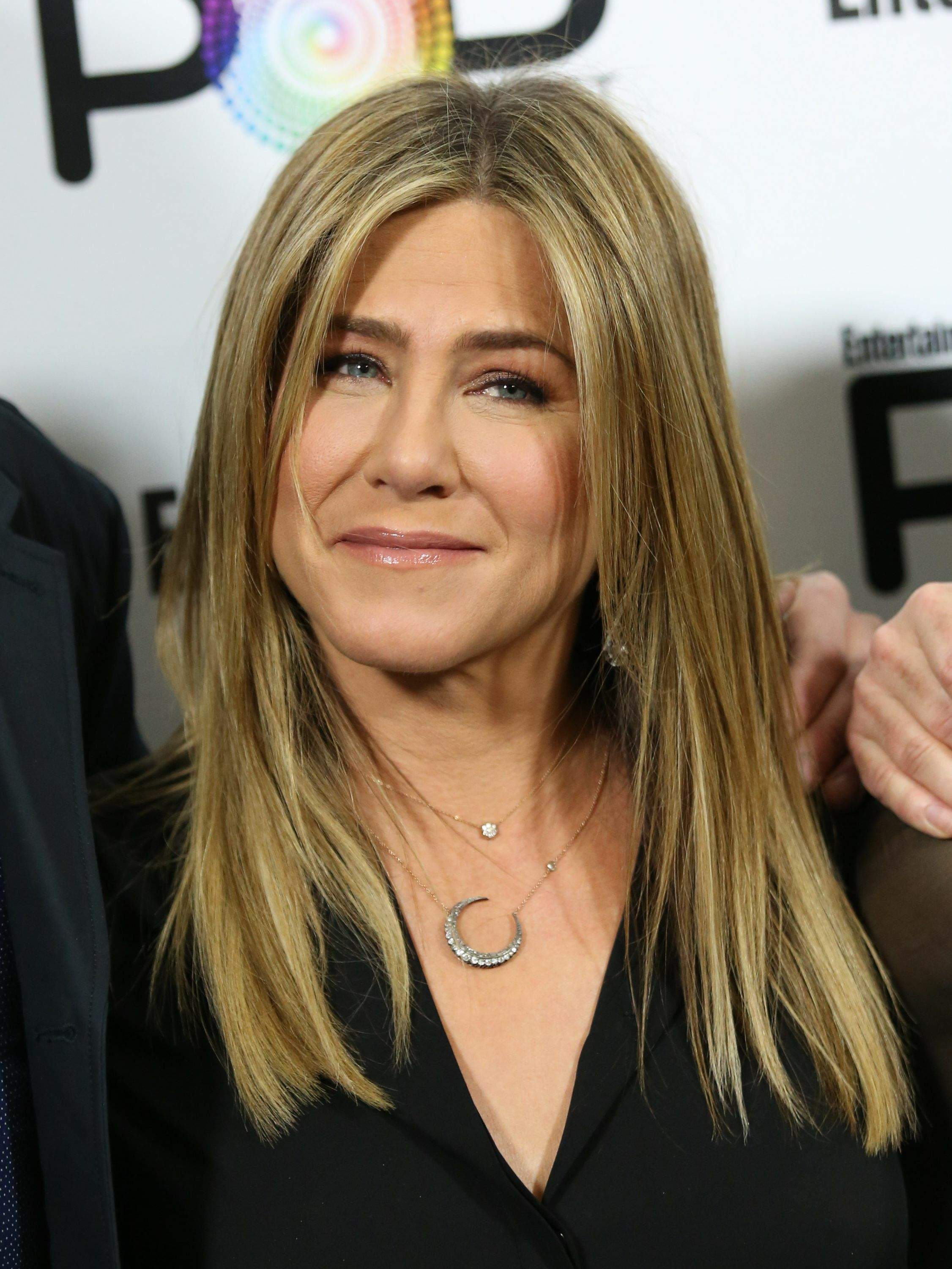 Jennifer Aniston – Entertainment Weekly PopFest in Los Angeles   Jennifer-Aniston:-Entertainment-Weekly-PopFest--01