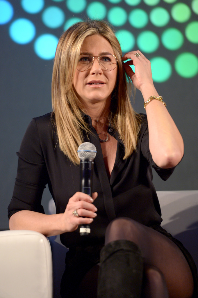 Jennifer Aniston – Entertainment Weekly PopFest in Los Angeles   Jennifer-Aniston:-Entertainment-Weekly-PopFest--02
