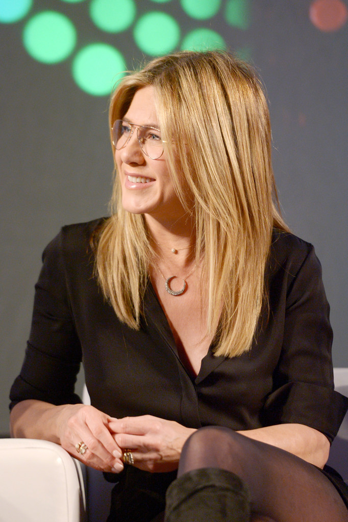 Jennifer Aniston – Entertainment Weekly PopFest in Los Angeles   Jennifer-Aniston:-Entertainment-Weekly-PopFest--05