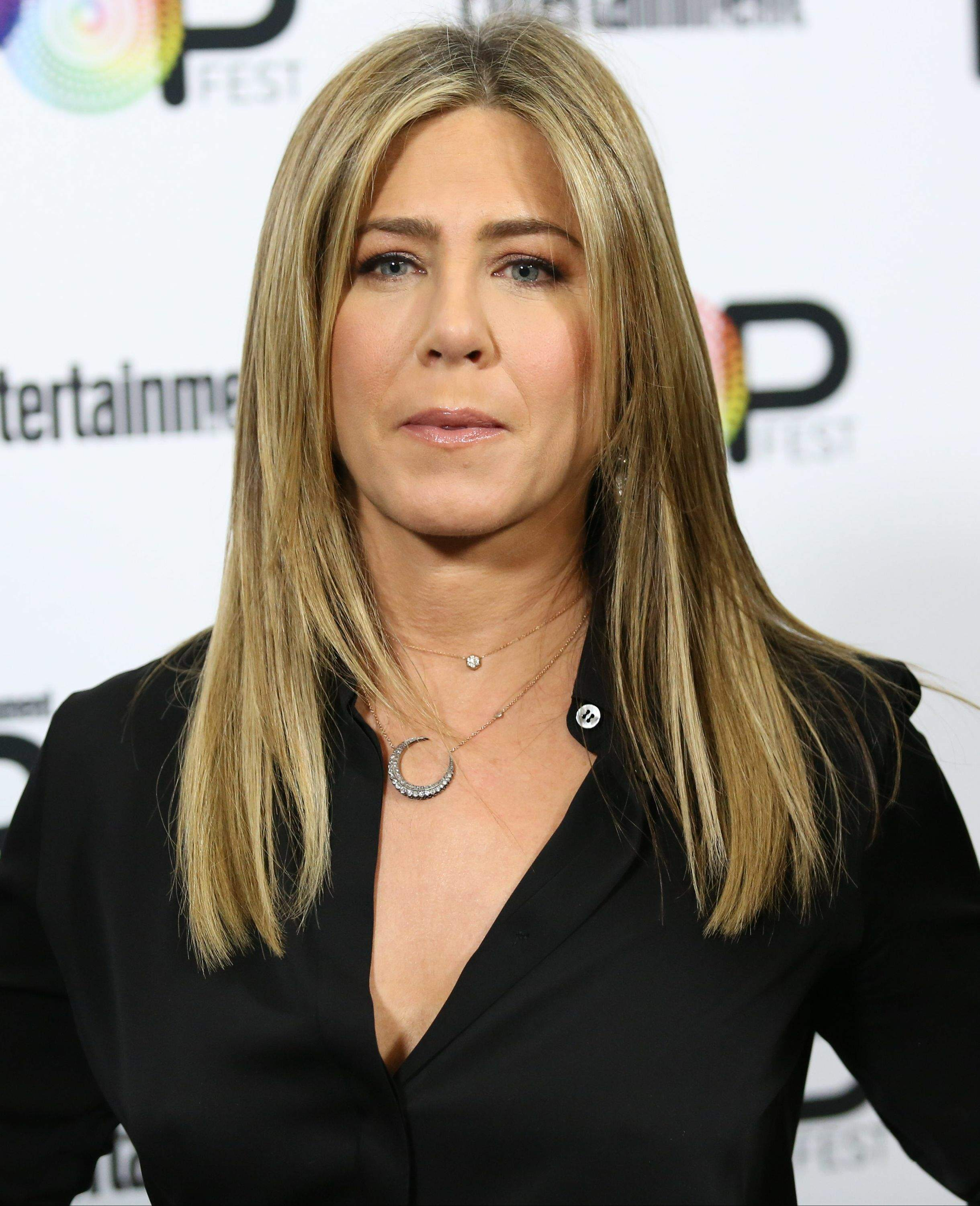 Jennifer Aniston – Entertainment Weekly PopFest in Los Angeles   Jennifer-Aniston:-Entertainment-Weekly-PopFest--09