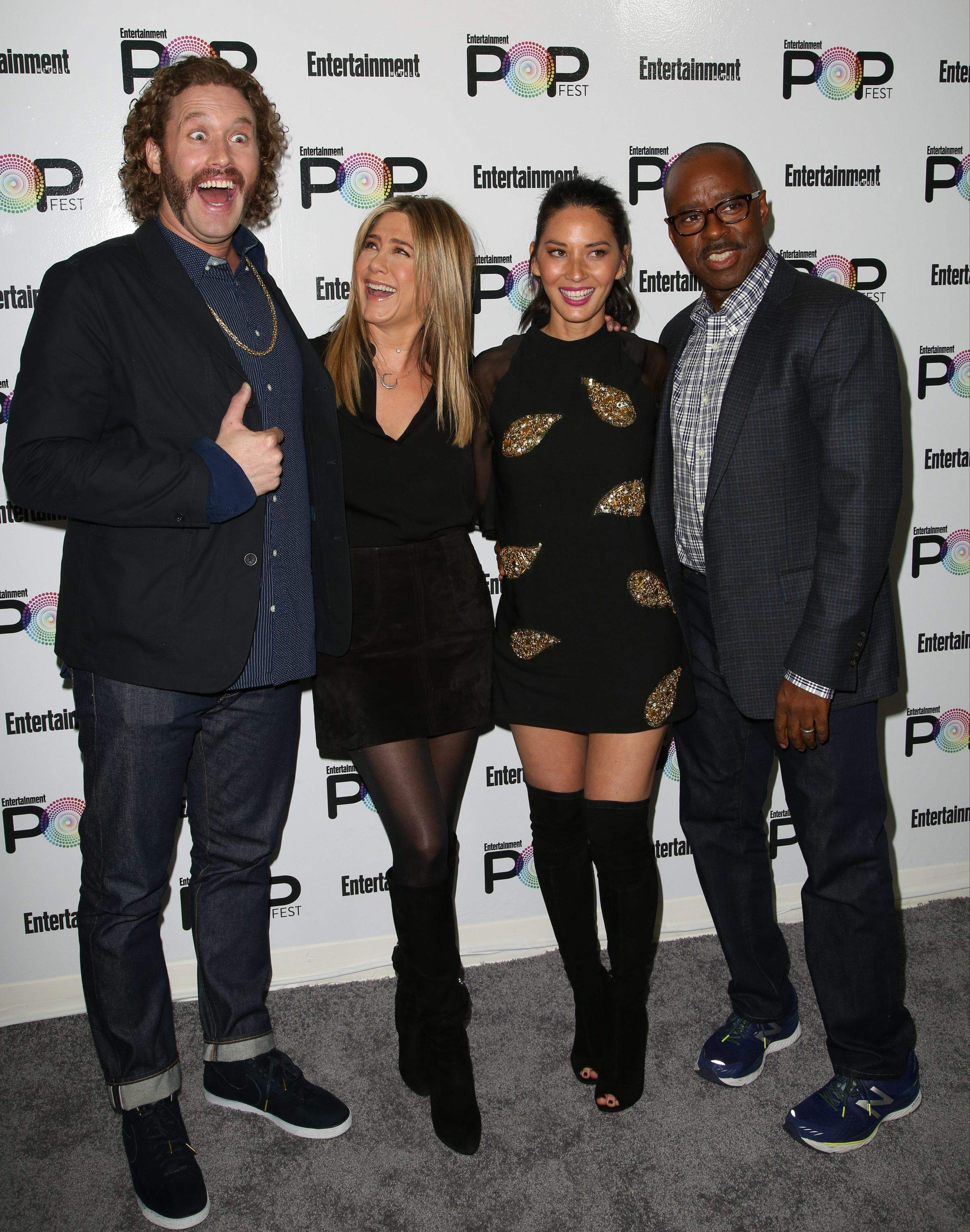 Jennifer Aniston – Entertainment Weekly PopFest in Los Angeles   Jennifer-Aniston:-Entertainment-Weekly-PopFest--12