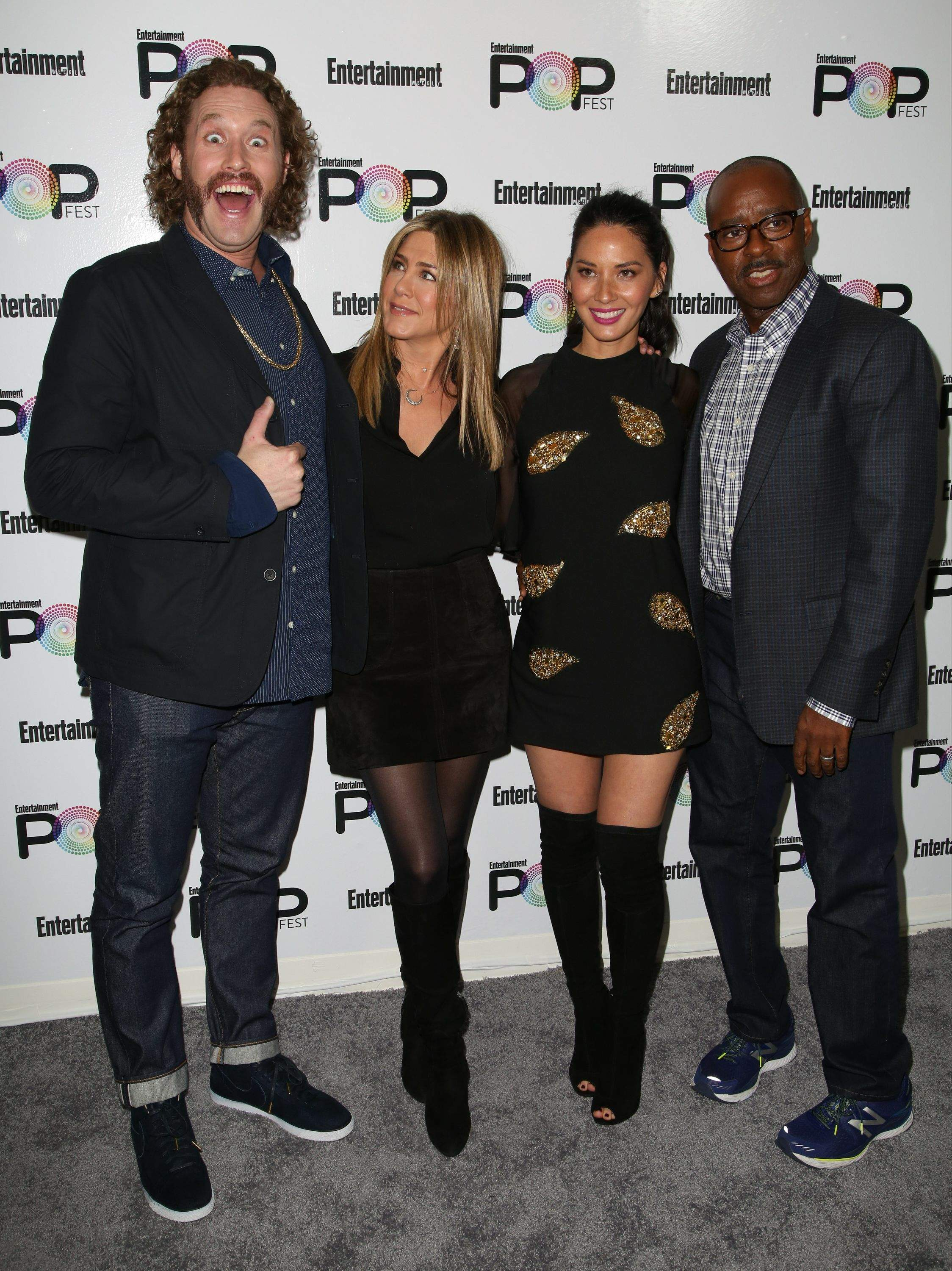 Jennifer Aniston – Entertainment Weekly PopFest in Los Angeles   Jennifer-Aniston:-Entertainment-Weekly-PopFest--16