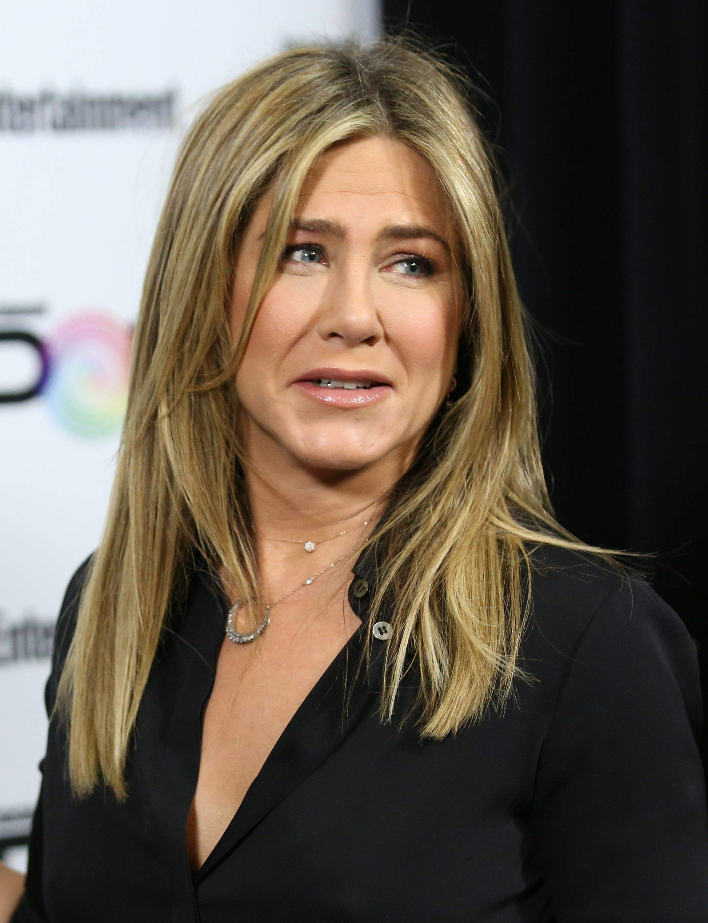 Jennifer Aniston – Entertainment Weekly PopFest in Los Angeles   Jennifer-Aniston:-Entertainment-Weekly-PopFest--17