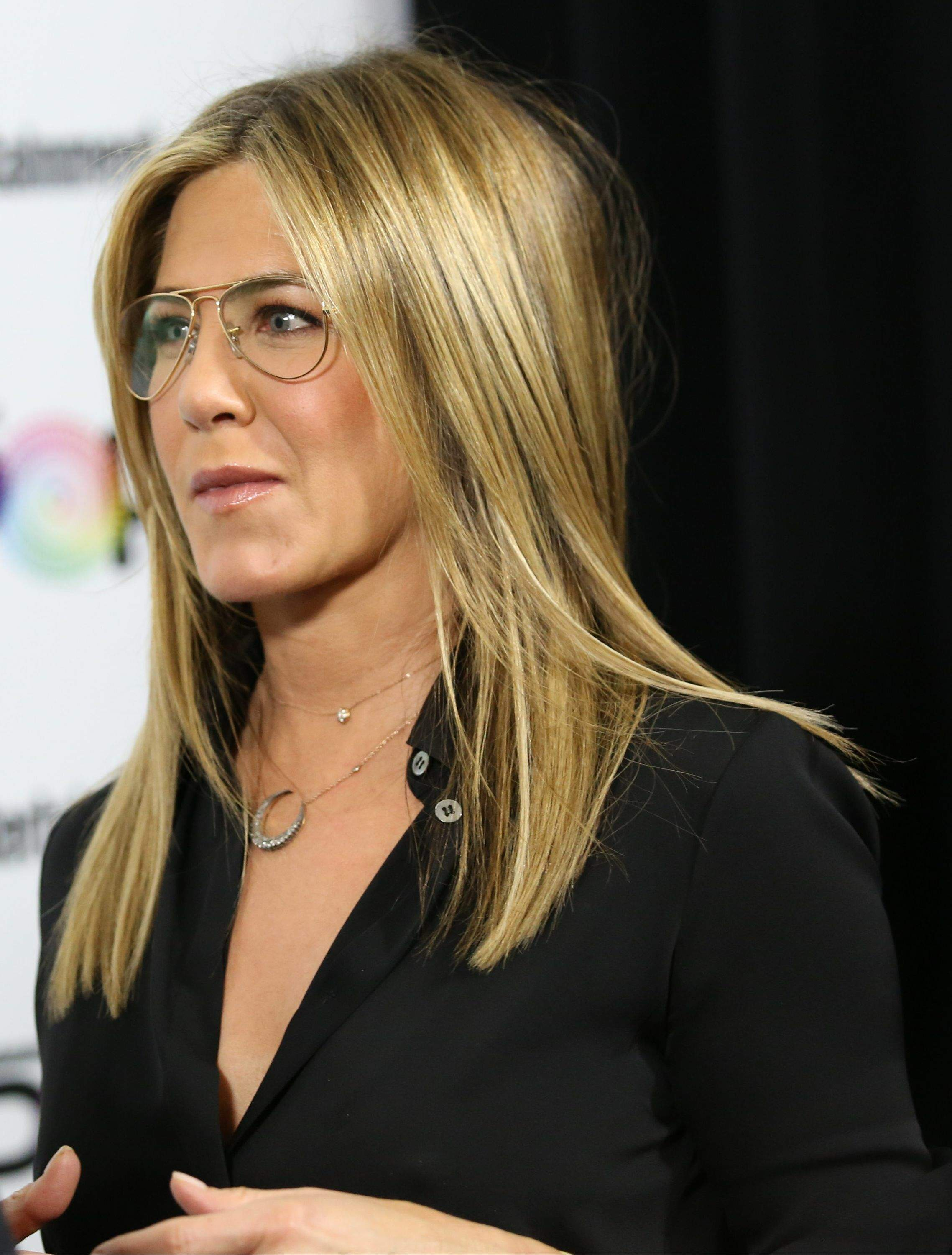 Jennifer Aniston – Entertainment Weekly PopFest in Los Angeles   Jennifer-Aniston:-Entertainment-Weekly-PopFest--18
