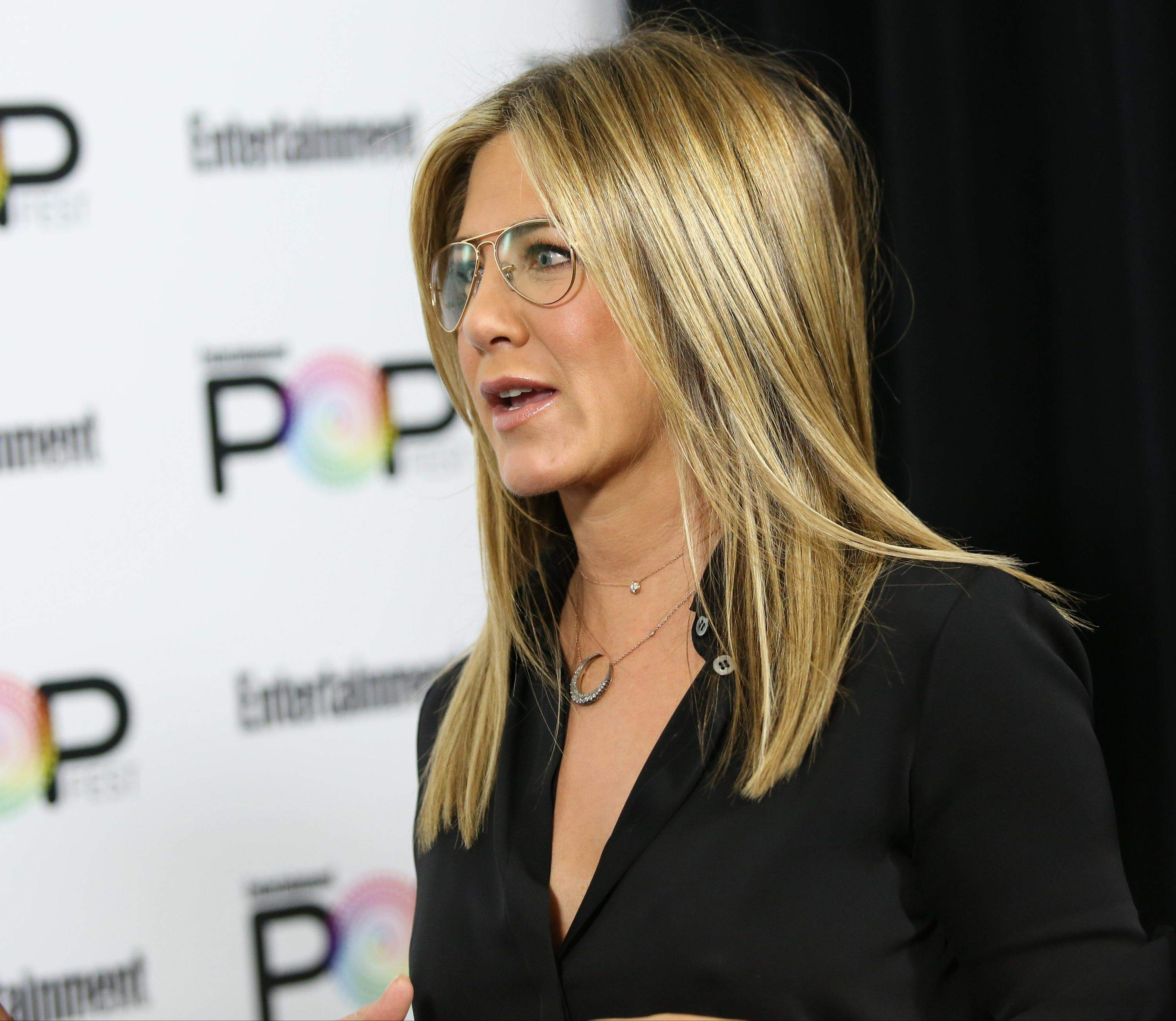 Jennifer Aniston – Entertainment Weekly PopFest in Los Angeles   Jennifer-Aniston:-Entertainment-Weekly-PopFest--19