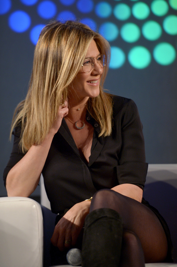 Jennifer Aniston – Entertainment Weekly PopFest in Los Angeles   Jennifer-Aniston:-Entertainment-Weekly-PopFest--20