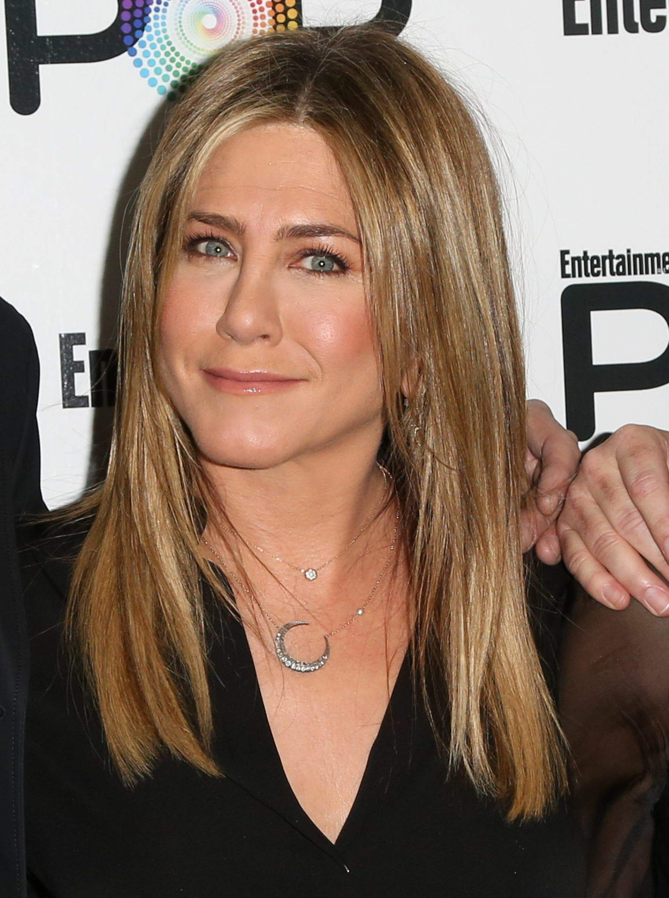 Jennifer Aniston – Entertainment Weekly PopFest in Los Angeles   Jennifer-Aniston:-Entertainment-Weekly-PopFest--29