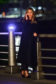 Jennifer Aniston - Filming a late night scene for her upcoming movie in New York