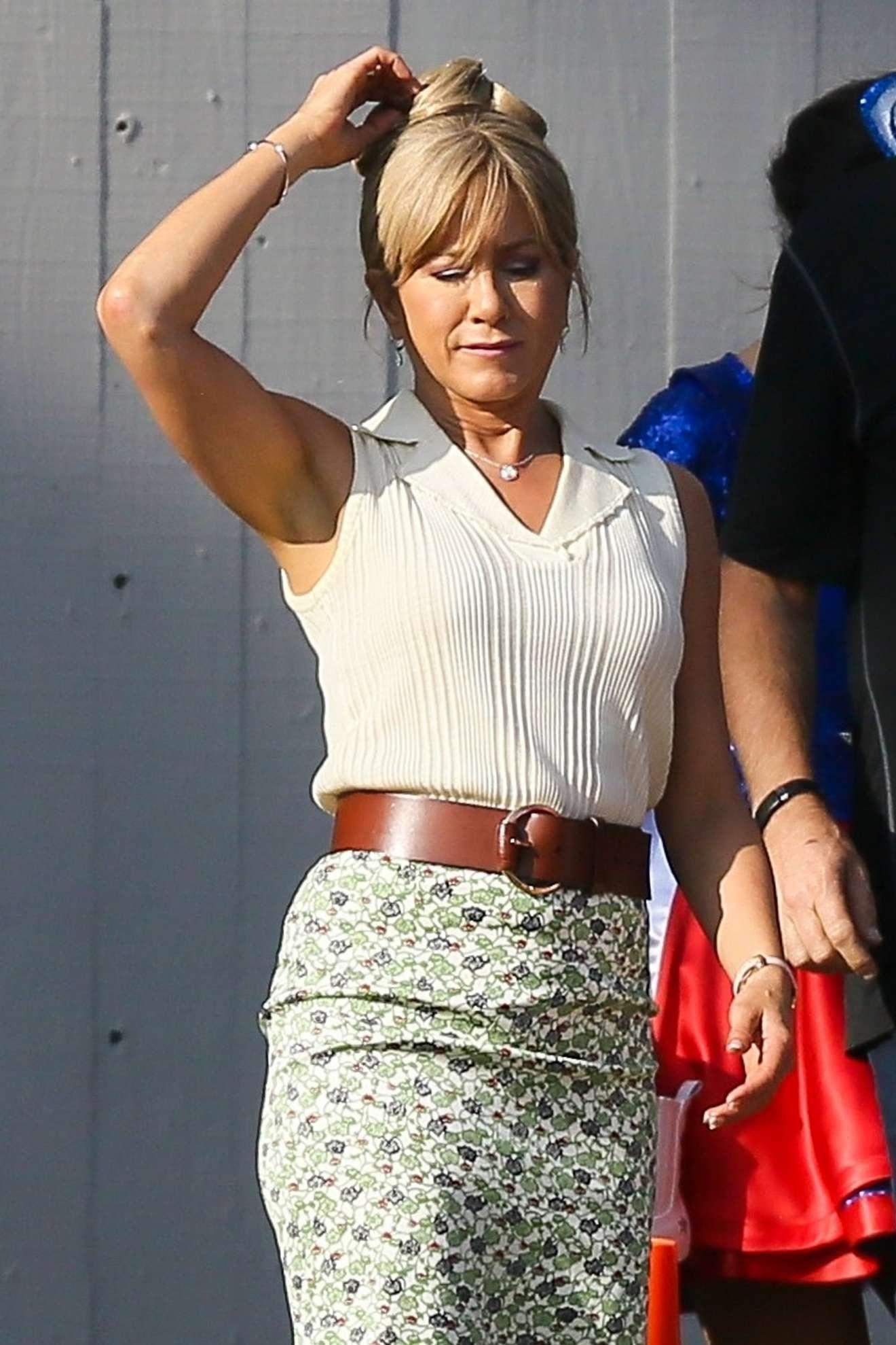 Jennifer Aniston Filming Dumplin Atlanta 02 Cara Delevingne Magazine January