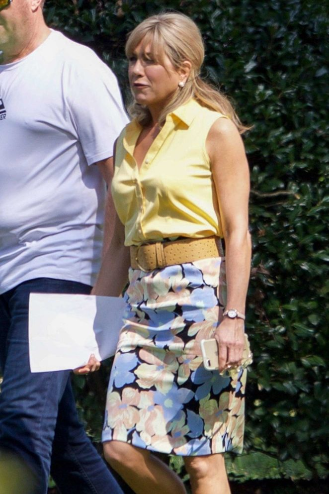 Jennifer Aniston - Filming Dumplin in Jonesboro