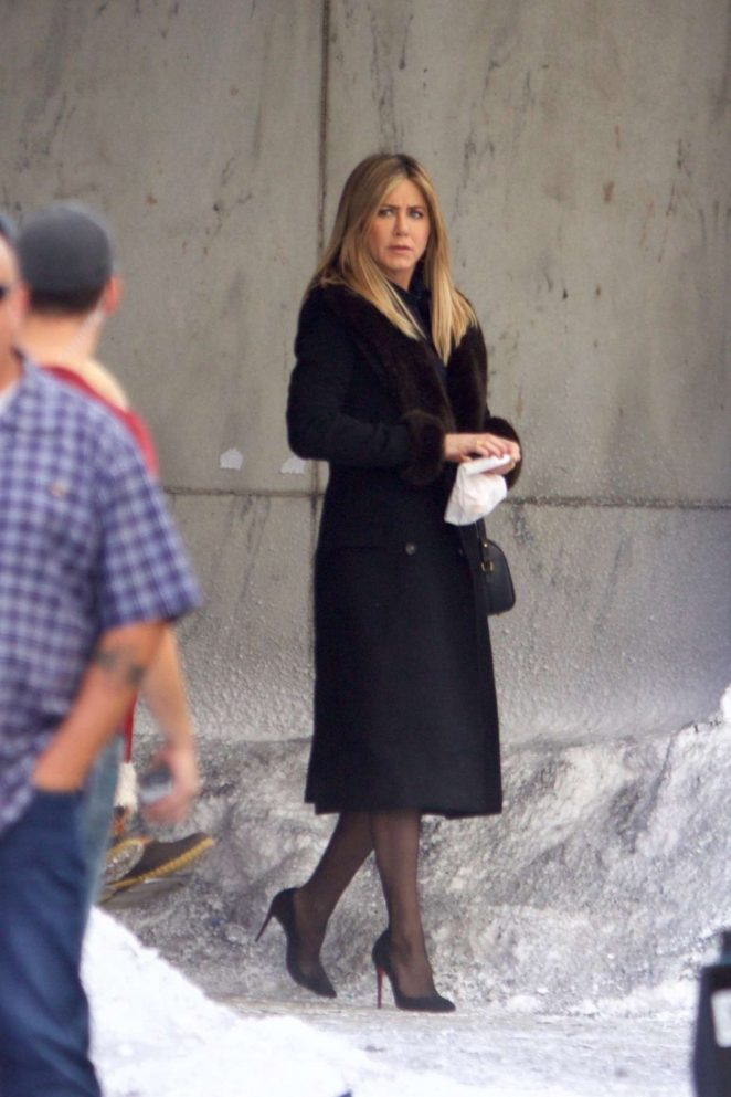 Jennifer Aniston - Filming 'Office Christmas Party' in Atlanta