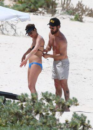 Jennifer Aniston in Bikini 2016 -14