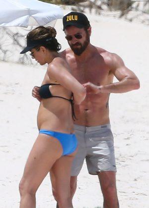 Jennifer Aniston in Bikini 2016 -42