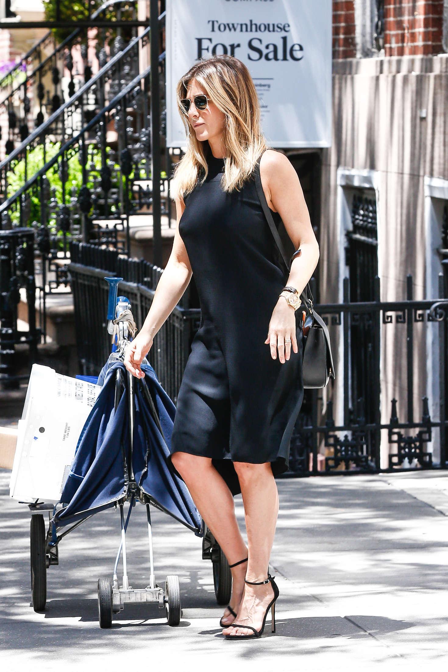 Jennifer Aniston In Black Mini Dress 13 Gotceleb