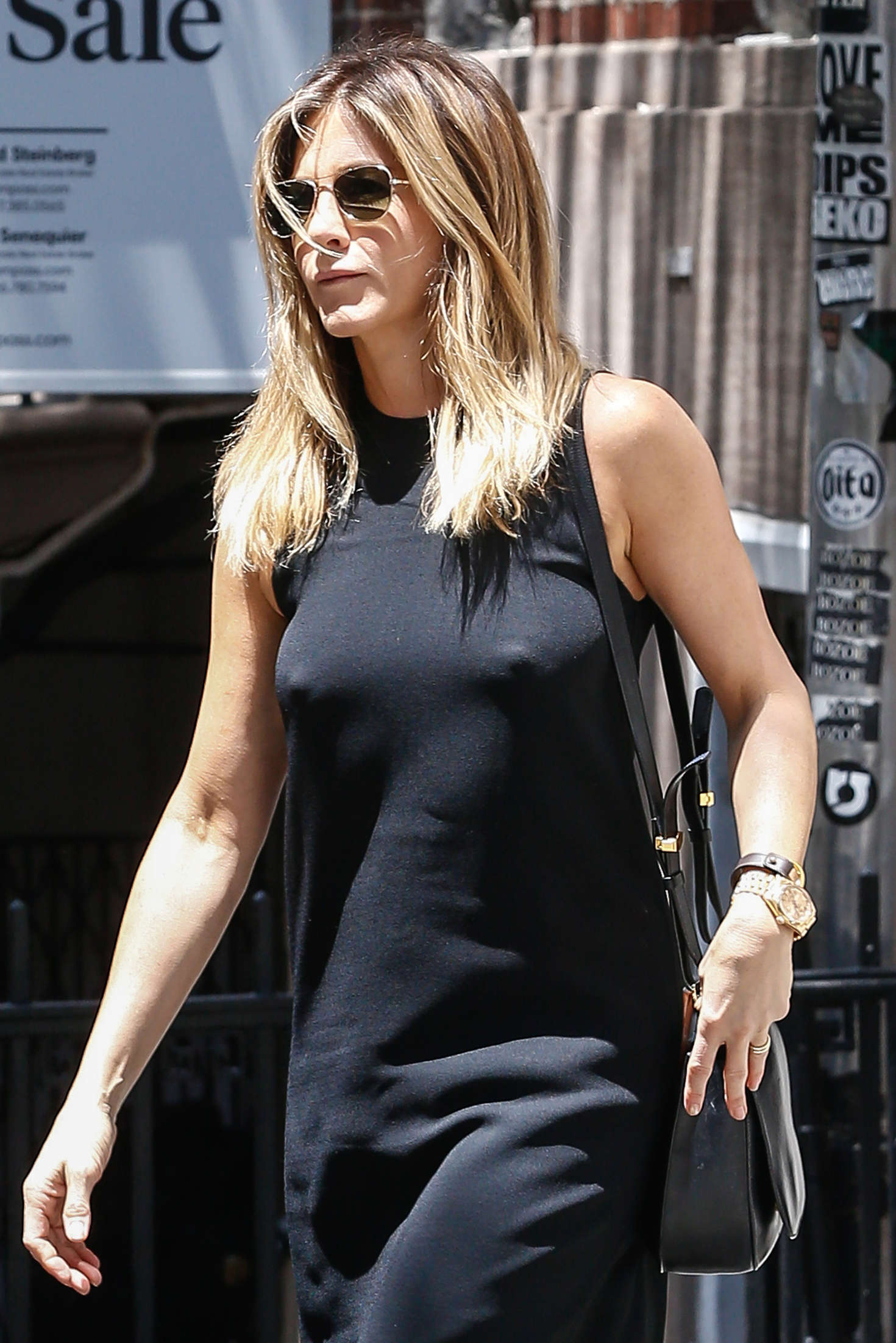 Jennifer aniston nipples