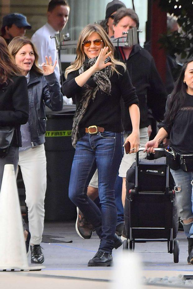 Jennifer Aniston: Leaves set of her new show for Apple -04