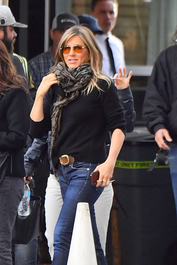 Jennifer Aniston - Leaves set of her new show for Apple in Century City