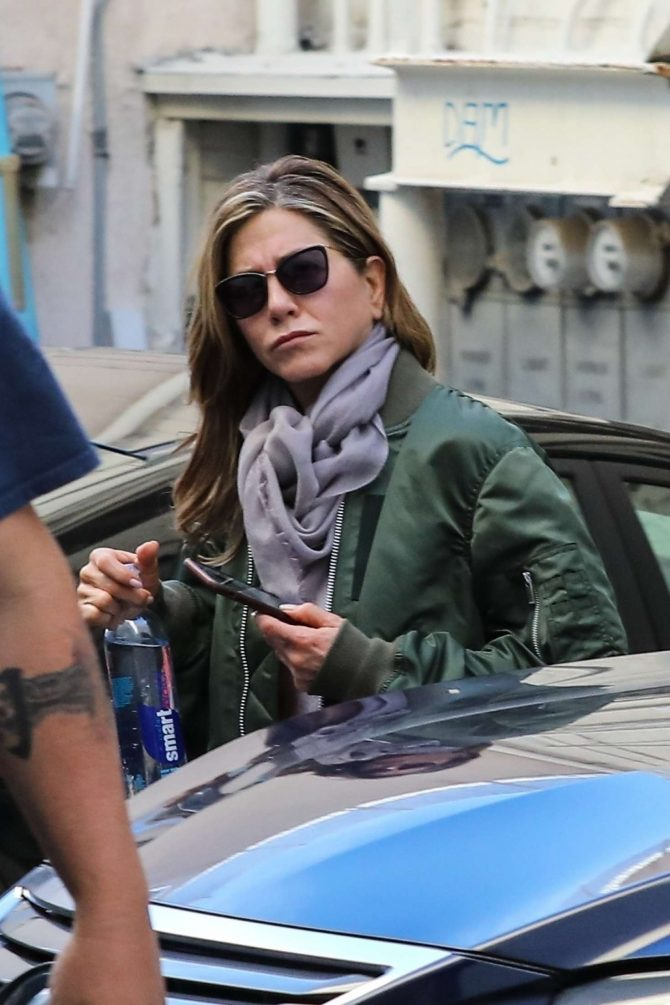 Jennifer Aniston – leaves skin care and nail salon in Beverly Hills
