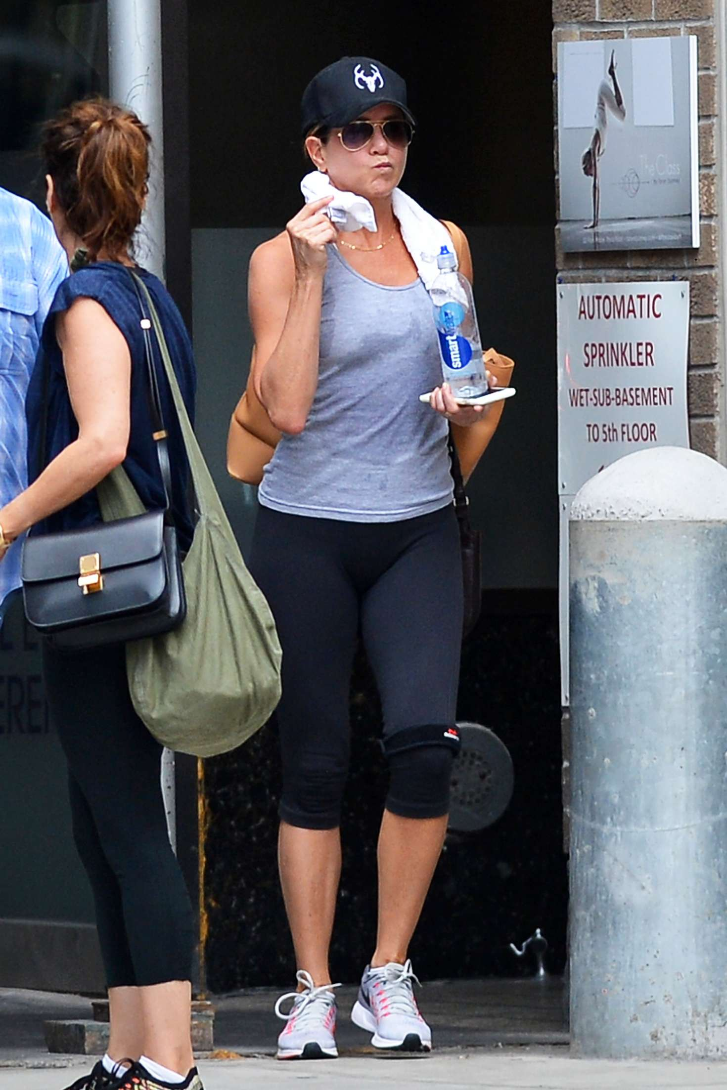 Jennifer Aniston – Leaving her workout in New York City   Jennifer-Aniston:-Leaving-her-workout--01