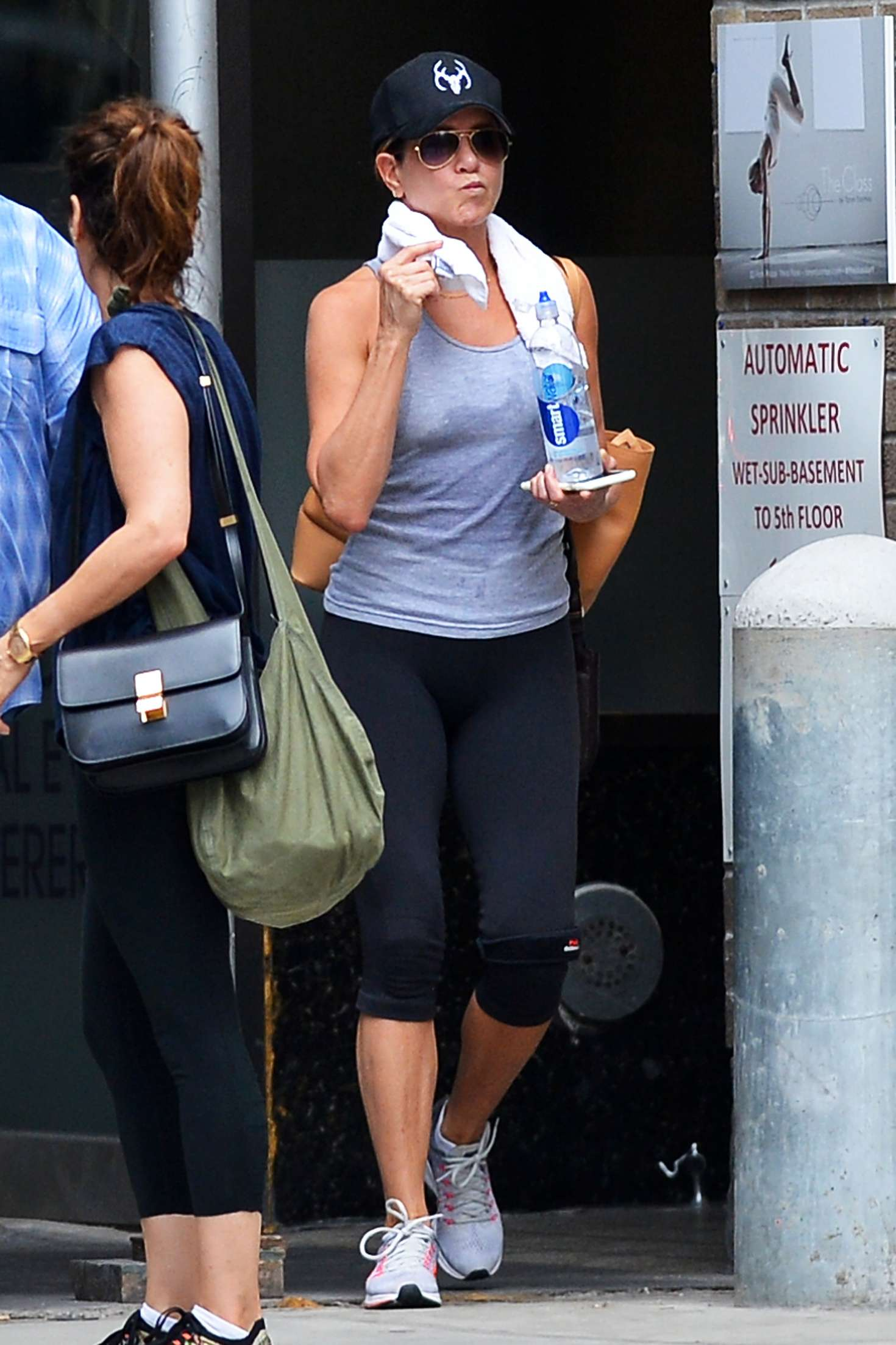 Jennifer Aniston – Leaving her workout in New York City   Jennifer-Aniston:-Leaving-her-workout--06