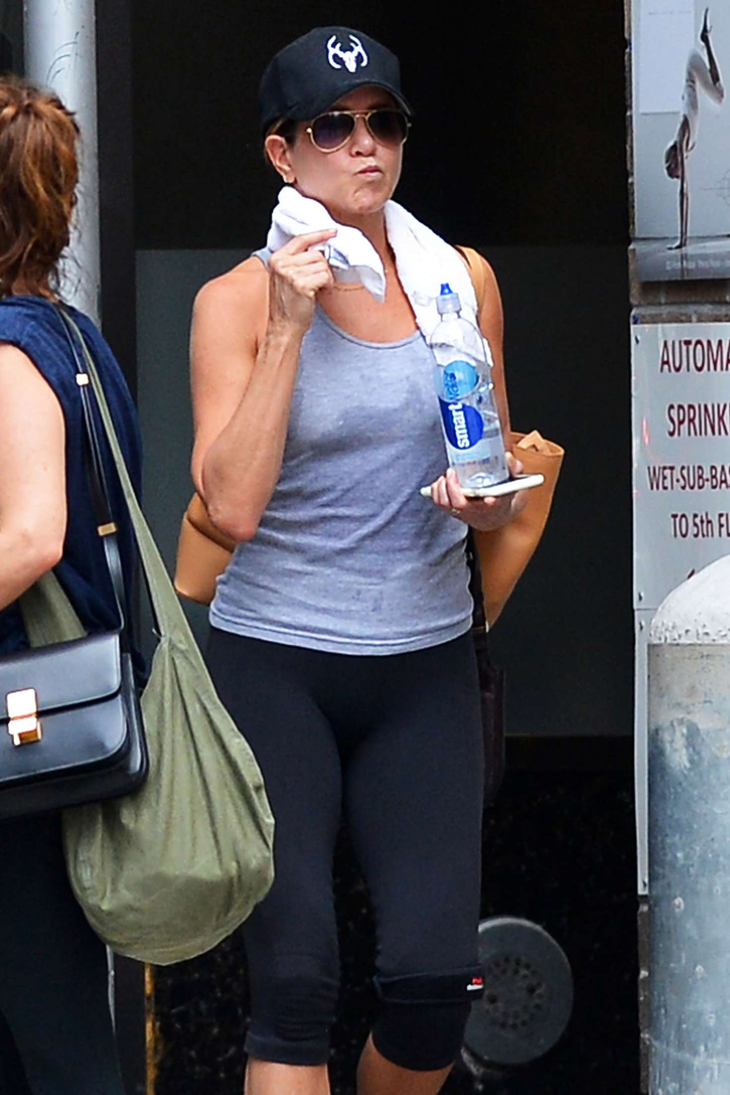 Jennifer Aniston – Leaving her workout in New York City   Jennifer-Aniston:-Leaving-her-workout--08