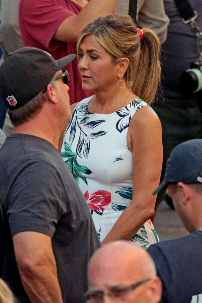 Jennifer Aniston - On set of 'Murder Mystery' in Milan