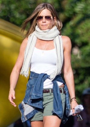 Jennifer Aniston - On the set of 'Mother's Day' in Atlanta