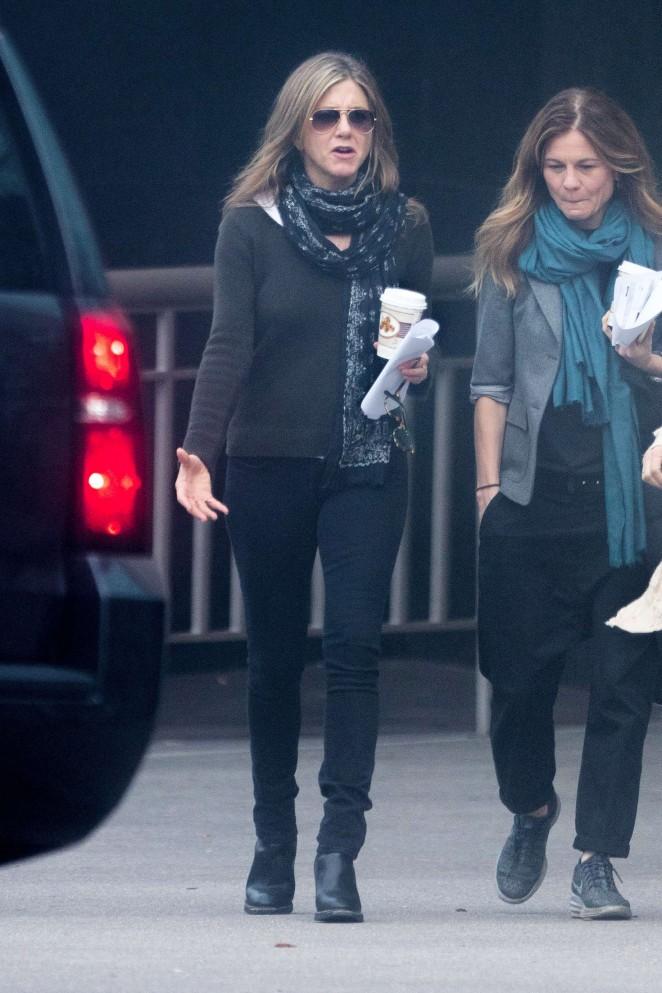 Jennifer Aniston on the Set of The Yellow Bird -01