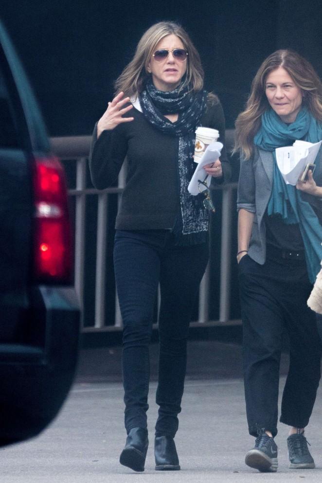 Jennifer Aniston on the Set of The Yellow Bird -11
