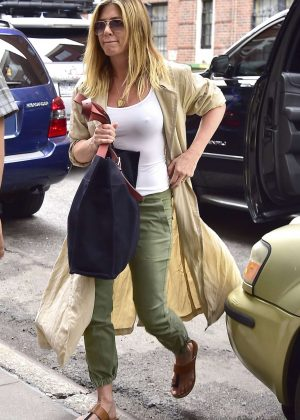 Jennifer Aniston Out in New York