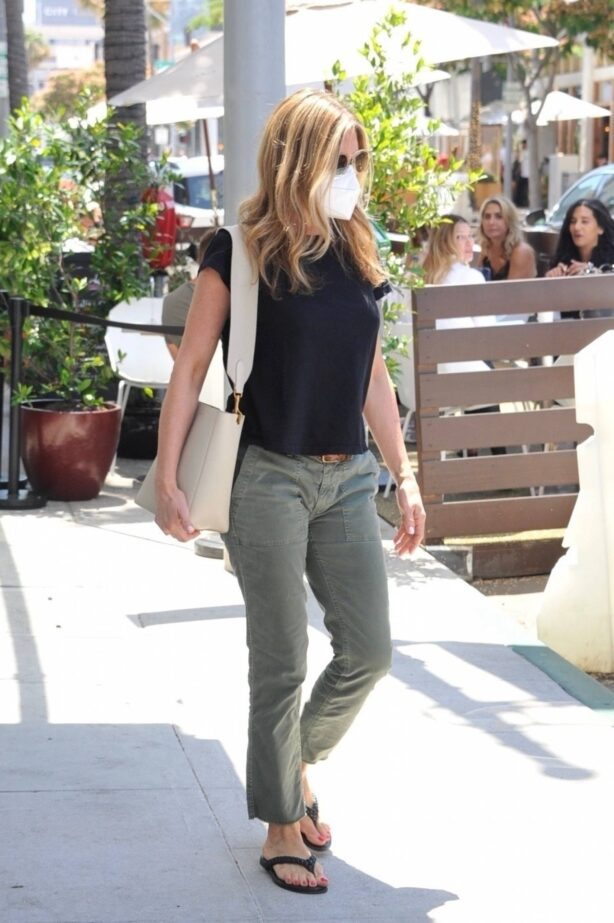 Jennifer Aniston - Pictured exiting a skincare clinic in Beverly Hills