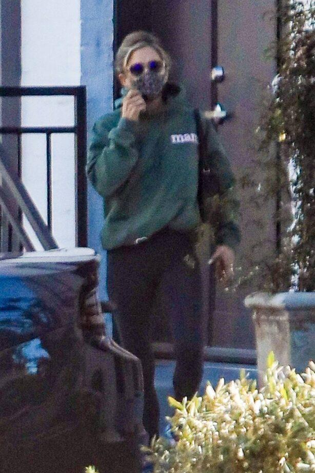 Jennifer Aniston - Seen leaving a skincare salon in Beverly Hills