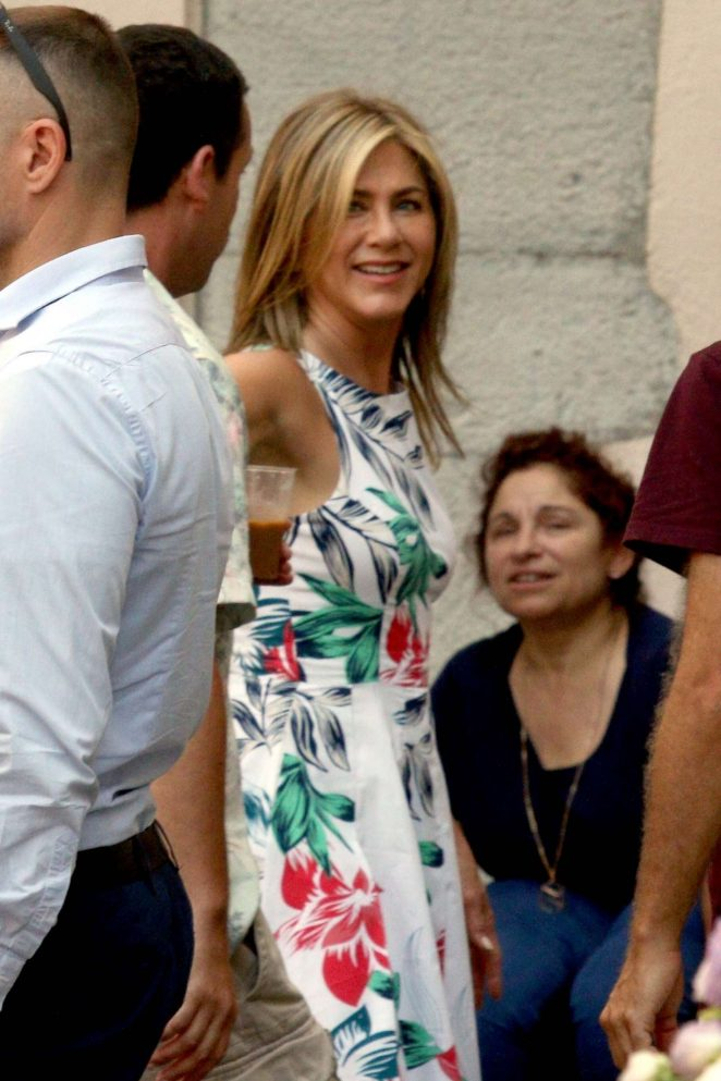 Jennifer Aniston - Shooting for her new movie 'Murder Mystery' in Italy