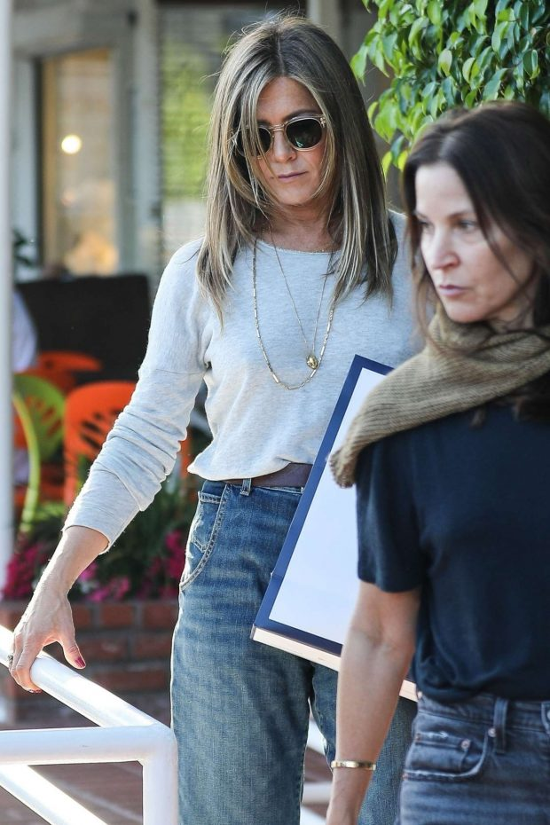 Jennifer Aniston - Shopping at Ron Herman in West Hollywood
