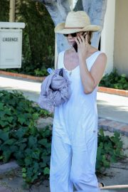 Jennifer Aniston - Shopping in West Hollywood